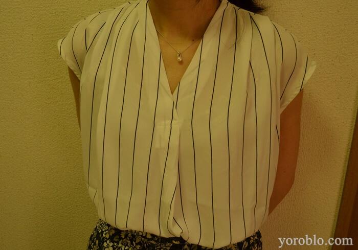 胸元が綺麗なシャツ