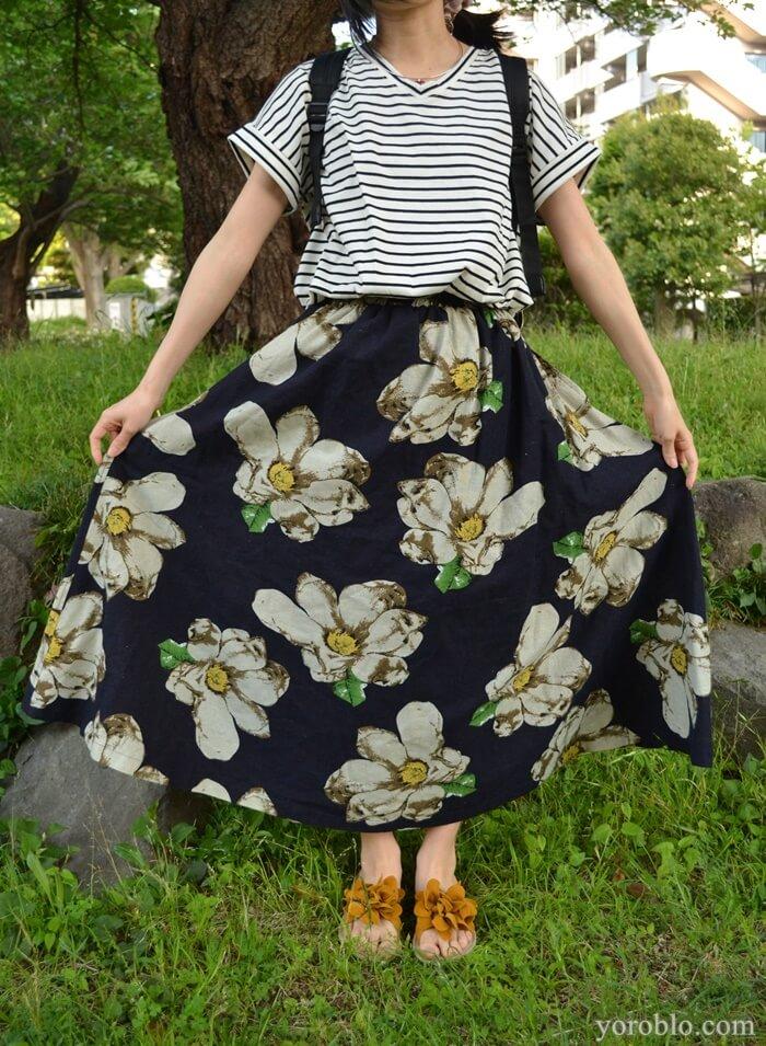夏にぴったりの花柄スカート