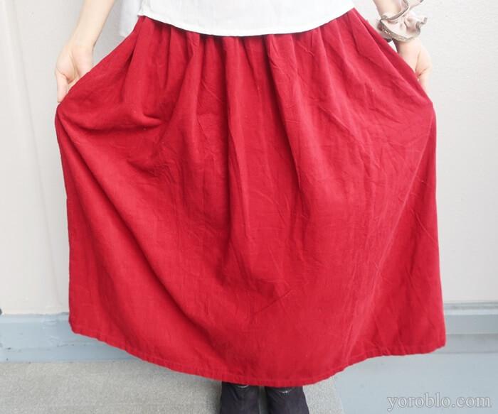ナチュラルセンスの赤いスカート